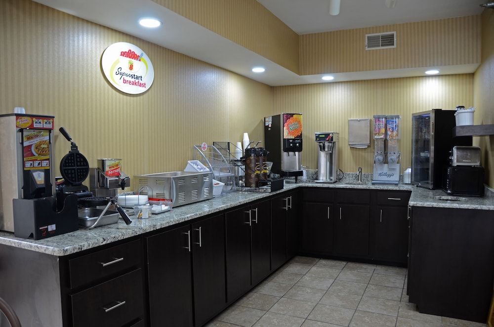 Breakfast Area, Super 8 by Wyndham Franklin Hwy 31