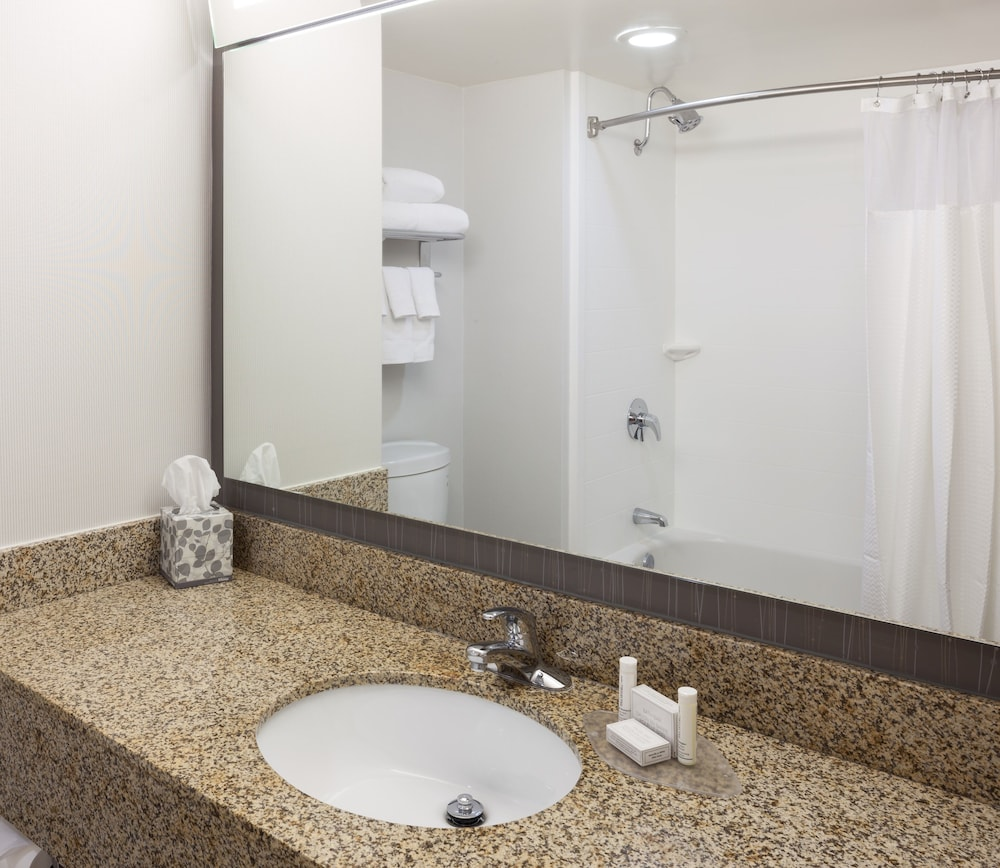 Bathroom, Courtyard by Marriott Cypress Anaheim/Orange County
