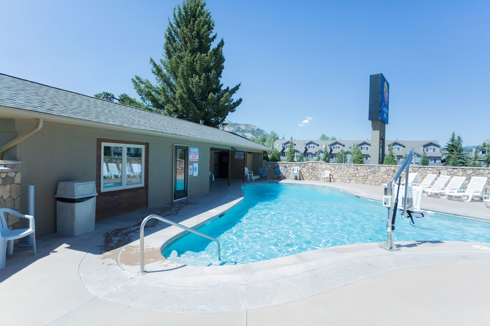 Pool, Quality Inn near Rocky Mountain National Park