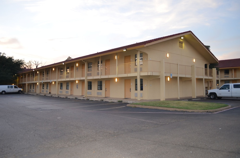 Hotel Rooms In Texarkana