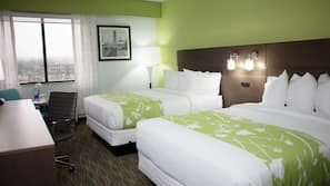 Premium bedding, down duvet, desk, blackout curtains