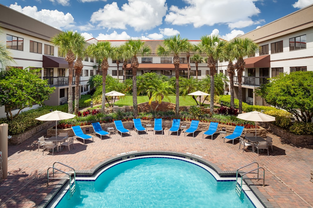 Outdoor Pool, Sheraton Suites Orlando Airport
