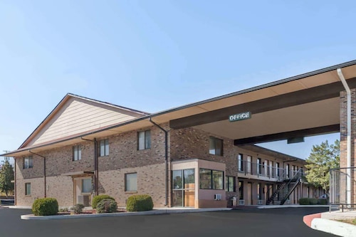 Travelodge by Wyndham Clarksville