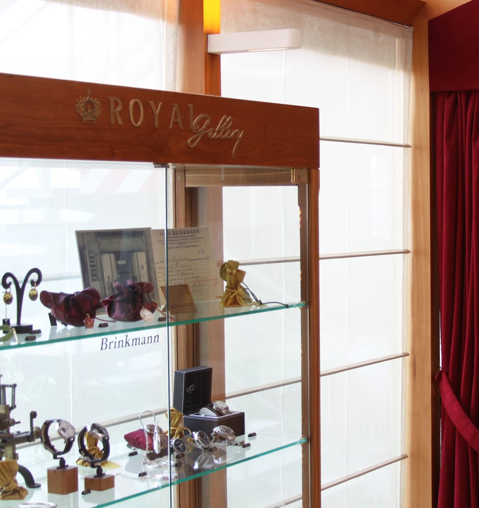 Gift Shop, Royal Continental Hotel Naples