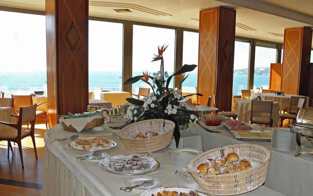 Buffet, Royal Continental Hotel Naples
