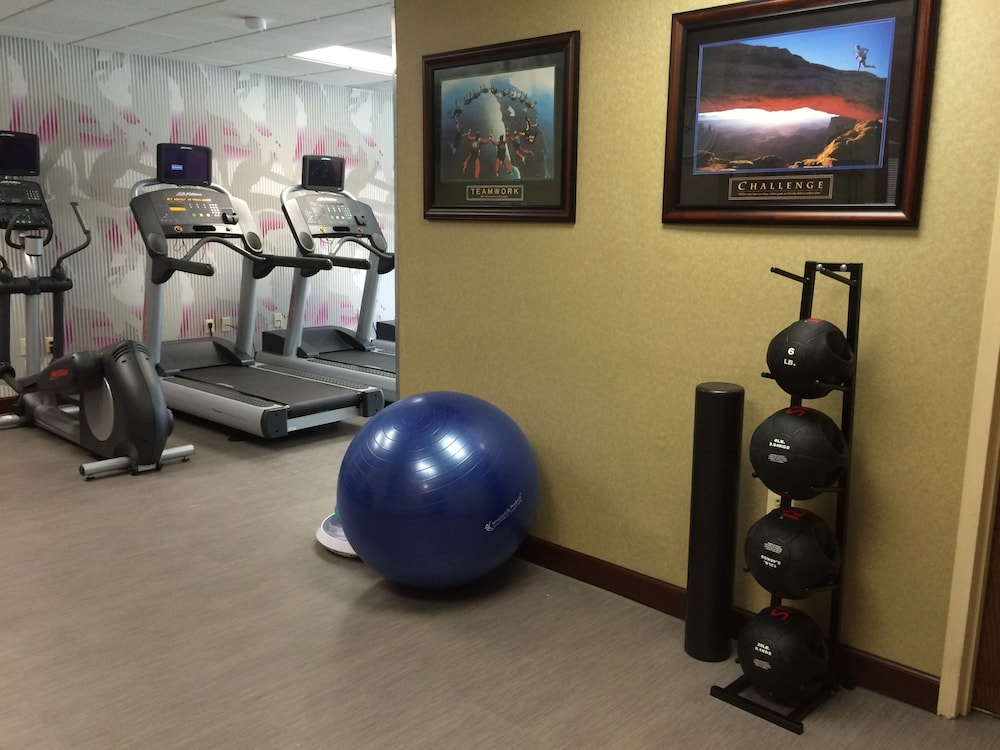 Fitness Facility, Crowne Plaza Edison, an IHG Hotel