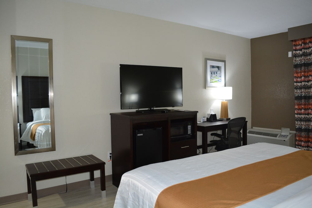 Room, SureStay Plus Hotel by Best Western Kansas City Airport