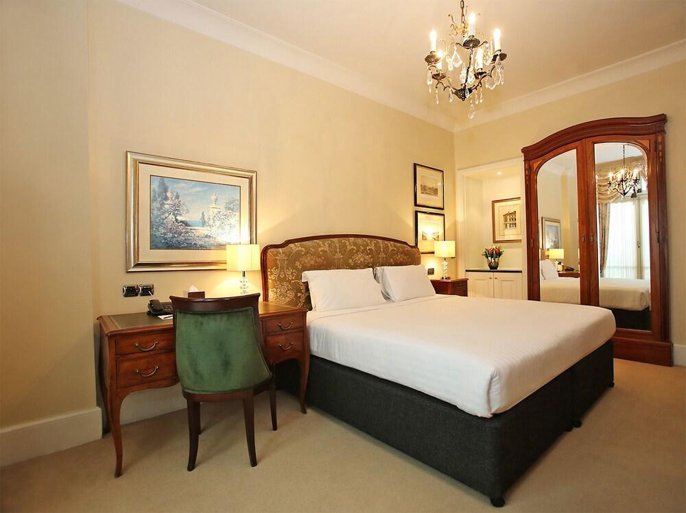 millennium hotel paris op ra paris france expedia. Black Bedroom Furniture Sets. Home Design Ideas