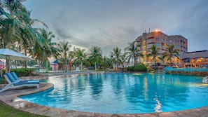 3 outdoor pools, open 7:00 AM to 8:00 PM, free pool cabanas