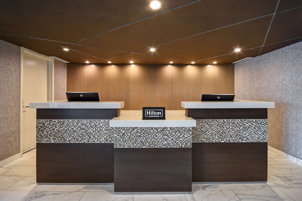 Reception, DoubleTree by Hilton St. Louis Airport