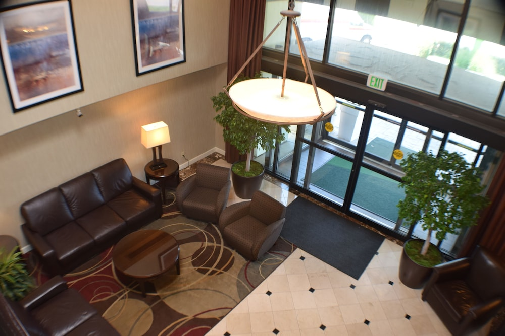 Holiday Inn St Louis Airport In Hotel Rates Reviews On Orbitz