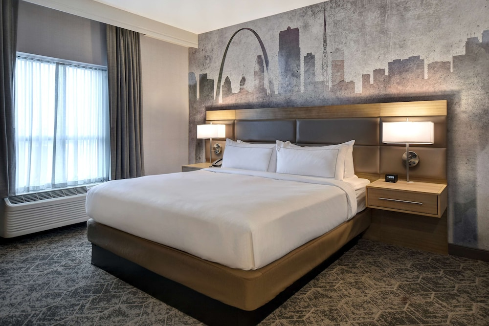 Room, DoubleTree by Hilton St. Louis Airport