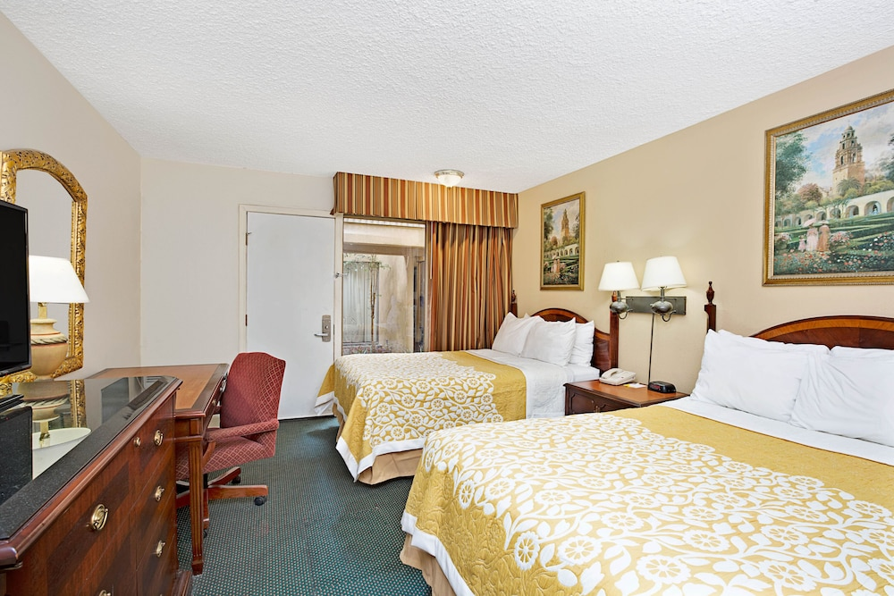 Room, Torrance Inn and Suites