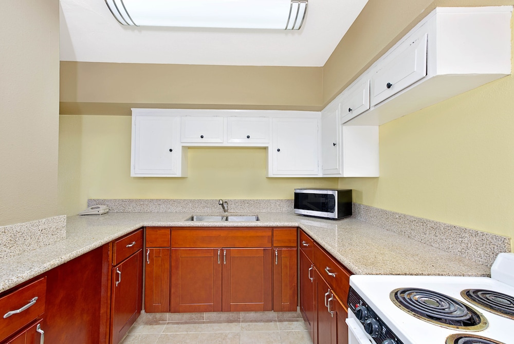 Private Kitchen, Torrance Inn and Suites
