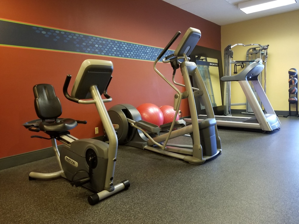 Fitness Facility, Hampton Inn Clarksville