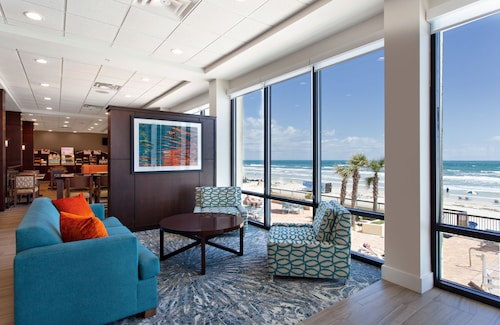 Holiday Inn Express & Suites Oceanfront