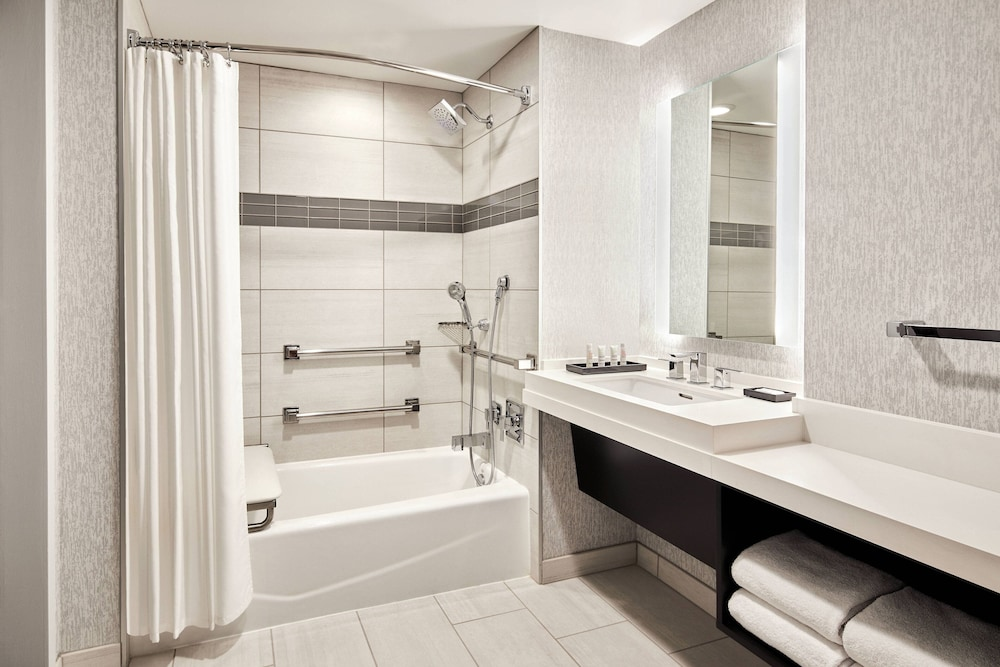 Bathroom, San Francisco Marriott Marquis