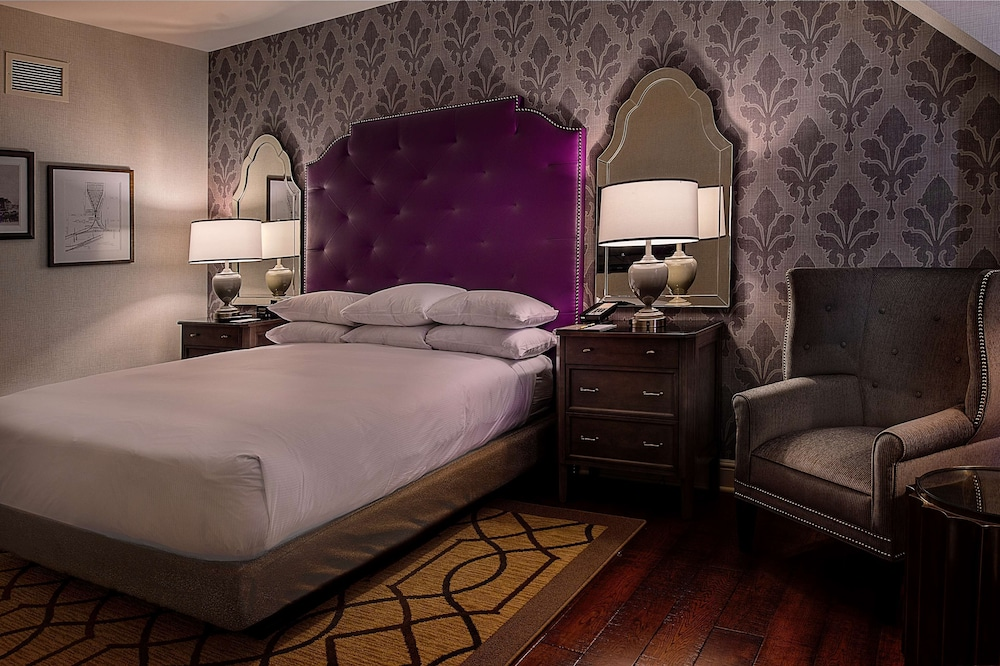 Room, St. Louis Union Station Hotel, Curio Collection by Hilton
