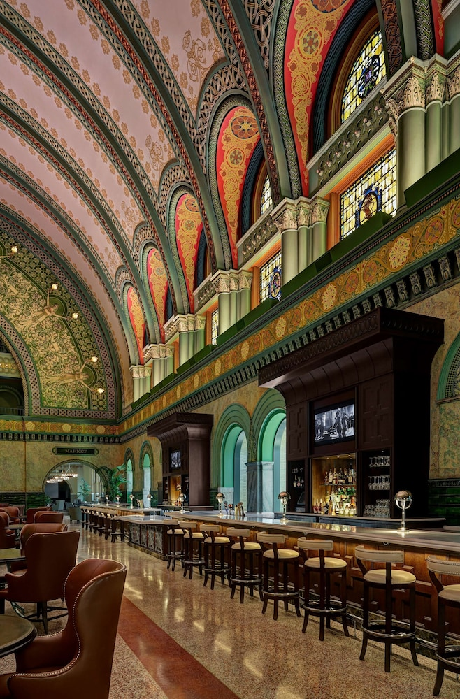 Bar, St. Louis Union Station Hotel, Curio Collection by Hilton