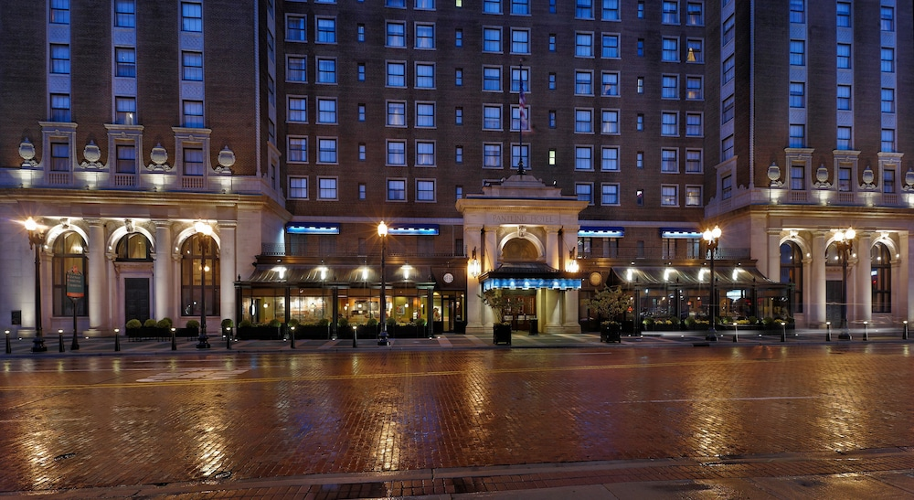 Front of Property - Evening/Night, Amway Grand Plaza, Curio Collection by Hilton
