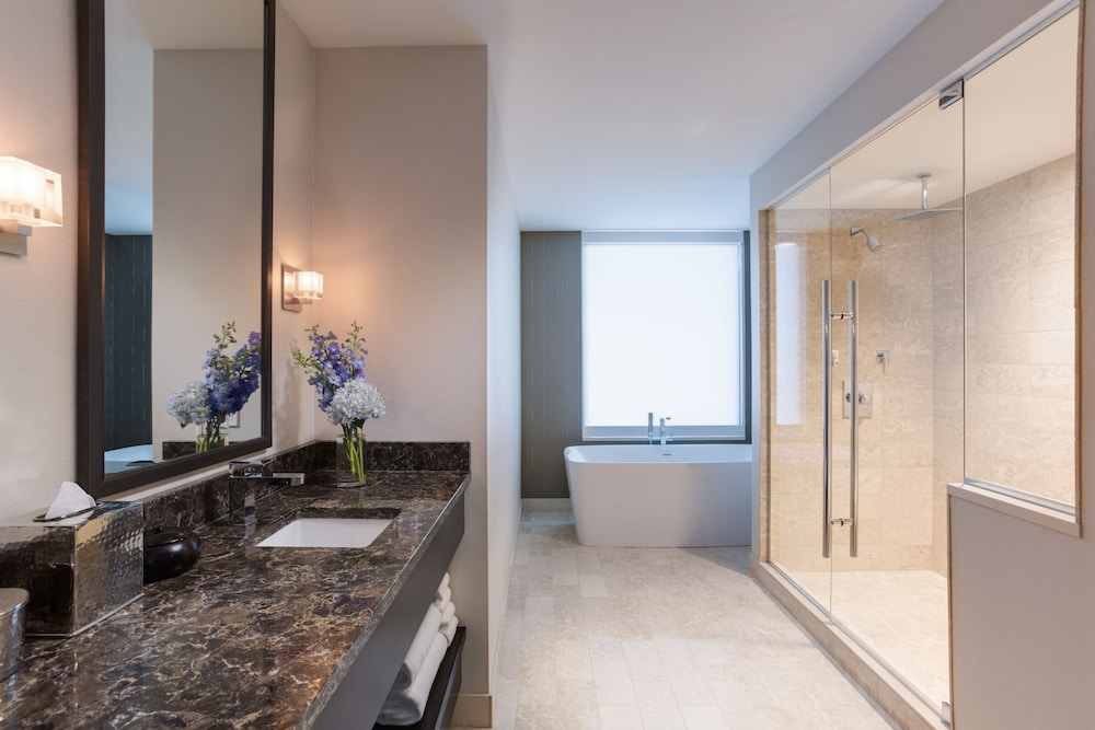 Bathroom, Amway Grand Plaza, Curio Collection by Hilton