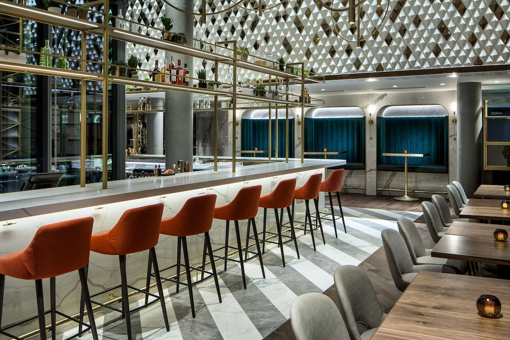 Bar, Amway Grand Plaza, Curio Collection by Hilton
