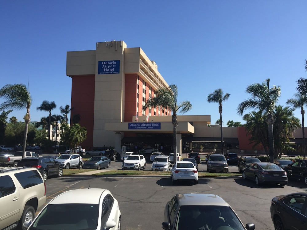 Parking, Ontario Airport Hotel & Conference Center