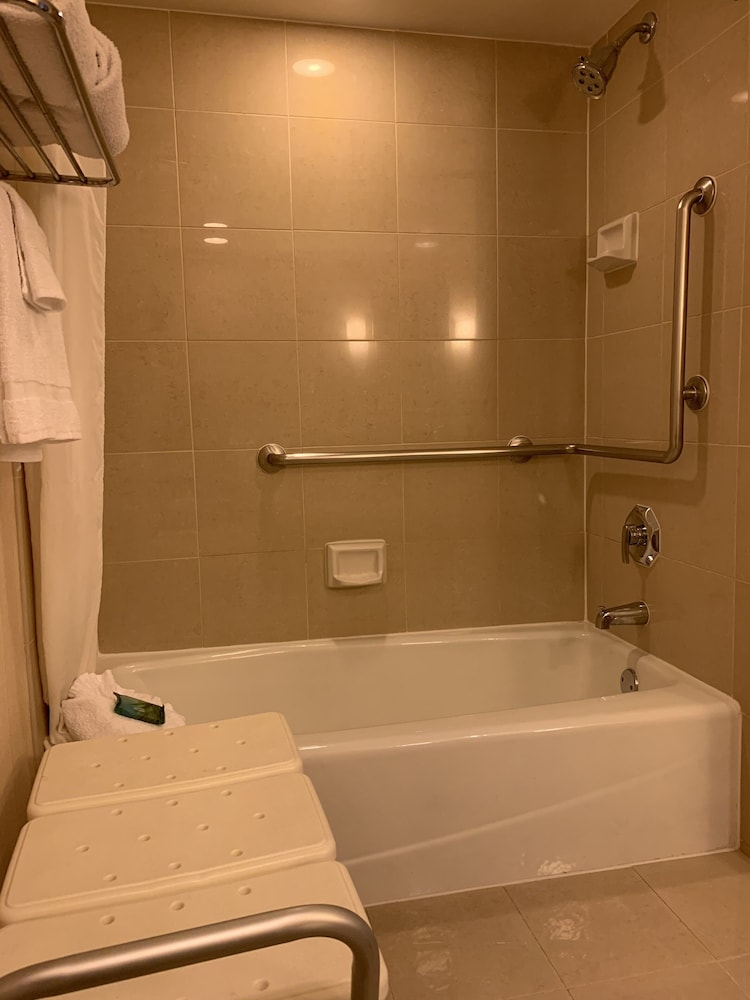 Bathroom, Ontario Airport Hotel & Conference Center