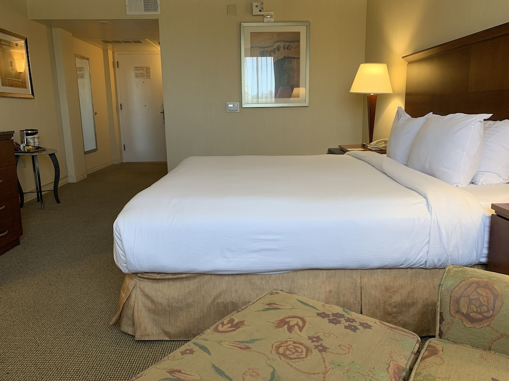 Room, Ontario Airport Hotel & Conference Center
