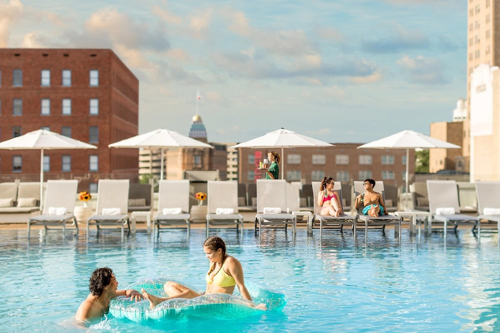 Rooftop Pool, The St. Anthony, A Luxury Collection Hotel, San Antonio