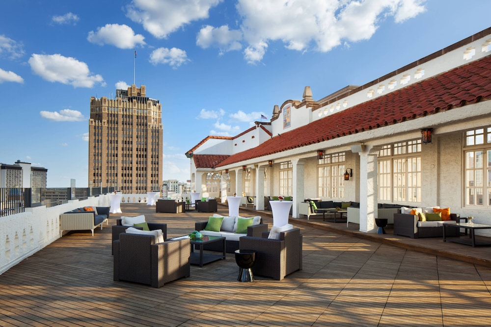 Rooftop terrace, The St. Anthony, A Luxury Collection Hotel, San Antonio