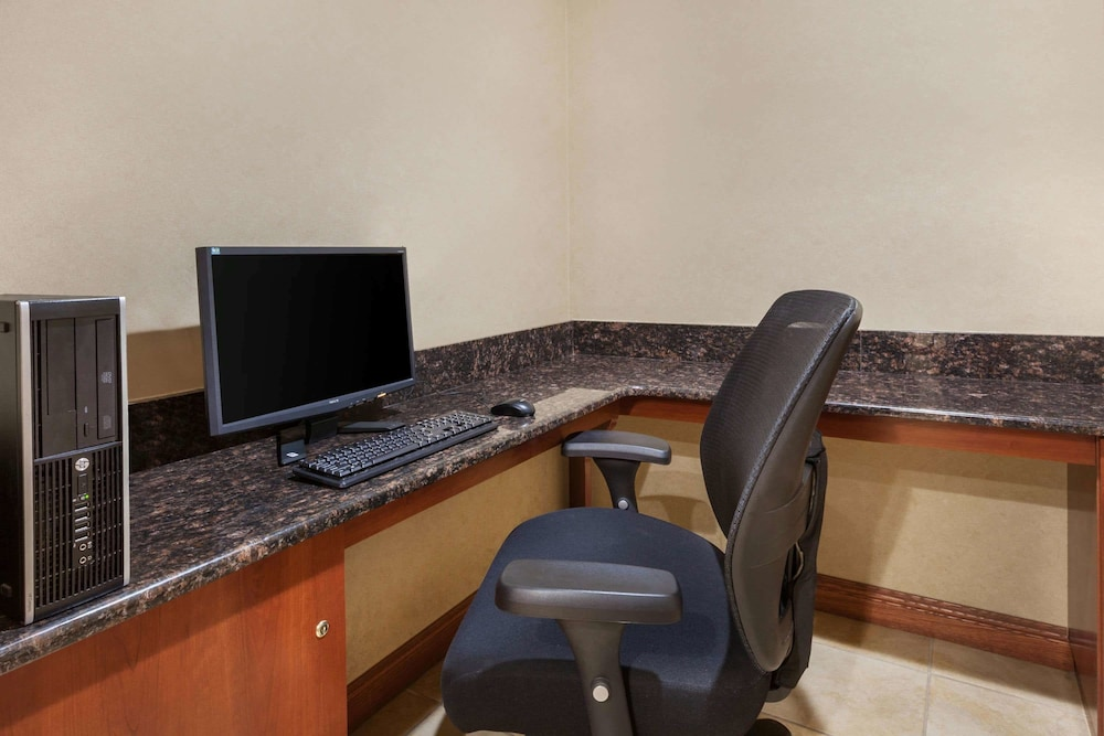 Business Center, Days Inn by Wyndham Iselin / Woodbridge