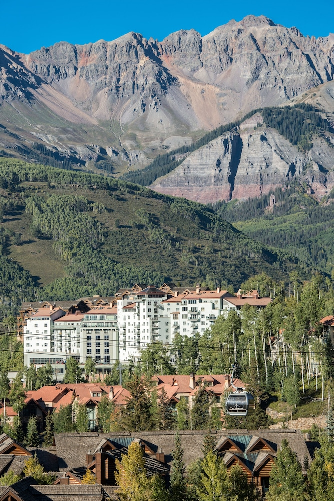 Aerial View, The Peaks Resort and Spa