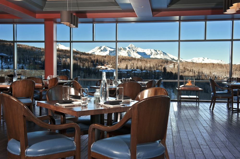 Restaurant, The Peaks Resort and Spa