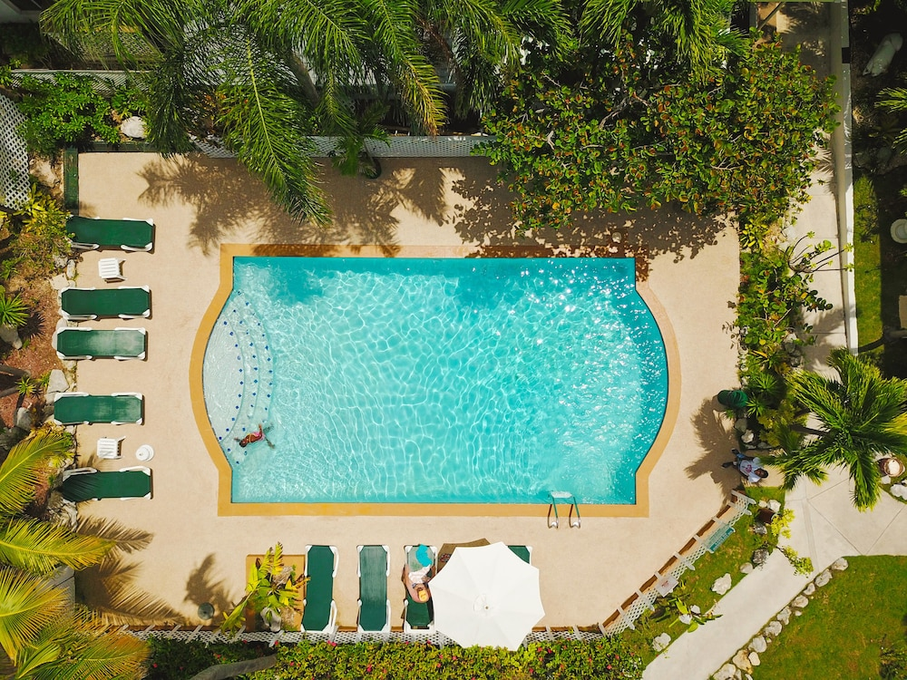 Outdoor Pool, Bay View Suites Paradise Island