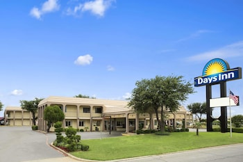 Days Inn by Wyndham Dallas Irving