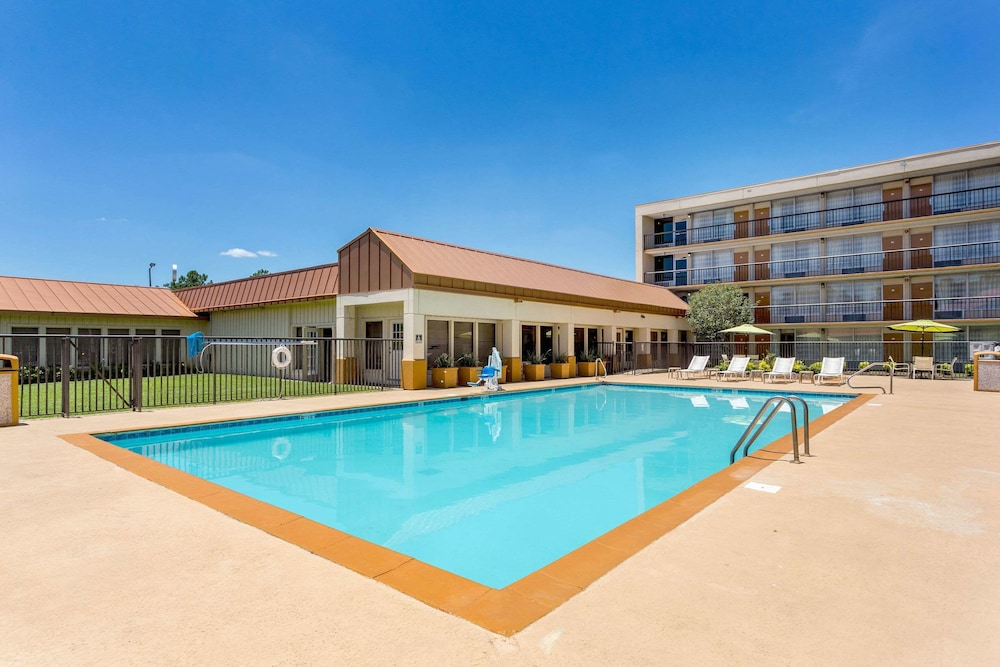 Pool, Quality Inn & Suites Baton Rouge West – Port Allen