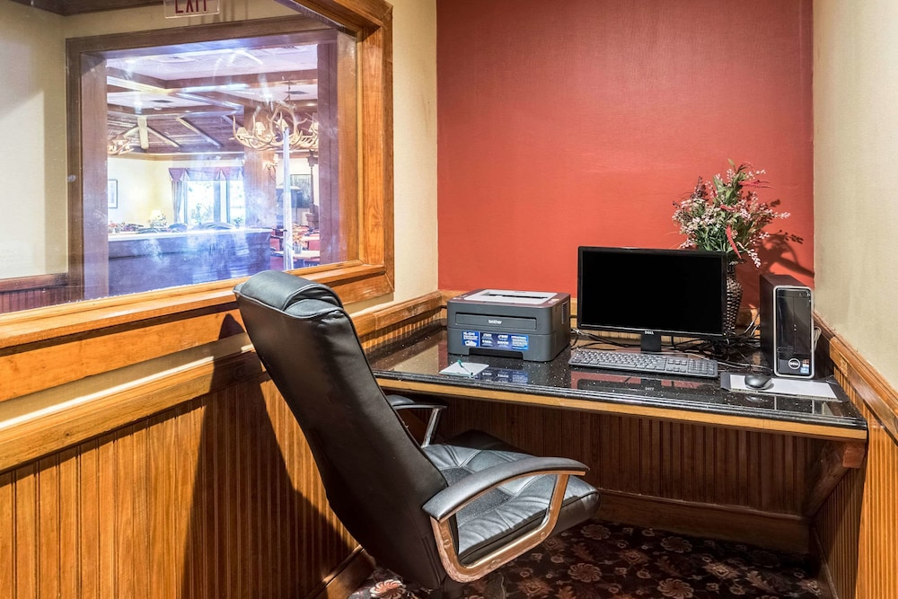 Business Center, Quality Inn & Suites Baton Rouge West – Port Allen