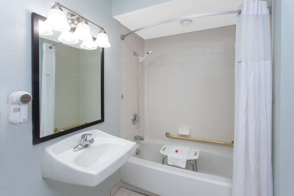 Accessible bathroom, Baymont by Wyndham Grand Haven