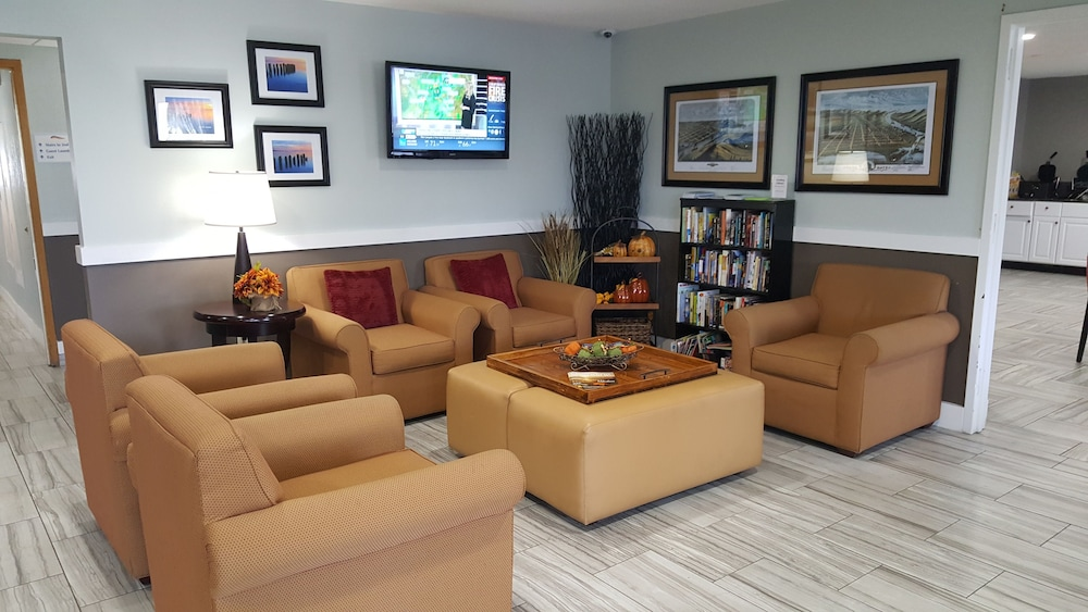 Lobby Sitting Area, Baymont by Wyndham Grand Haven