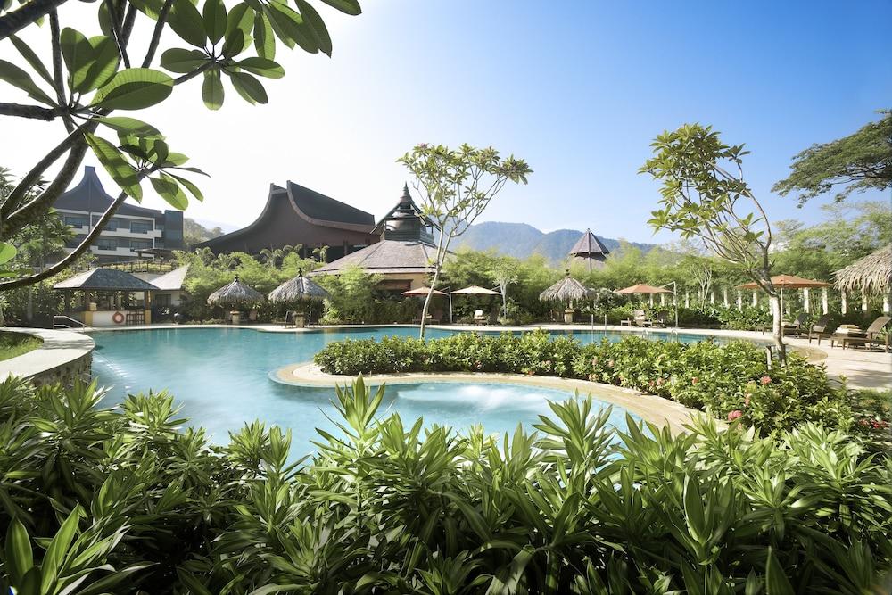 shangri la 39 s rasa sayang resort and spa 2018 room prices. Black Bedroom Furniture Sets. Home Design Ideas