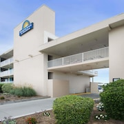 Days Inn & Suites by Wyndham Kill Devil Hills-Mariner