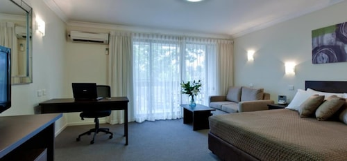 canberra accommodation 137 hotels in canberra wotif. Black Bedroom Furniture Sets. Home Design Ideas
