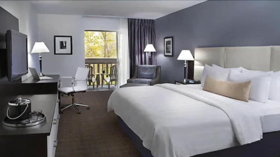 Toronto Don Valley Hotel and Suites