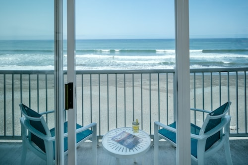 Beachfront Inn (USA 9031 4.5) photo