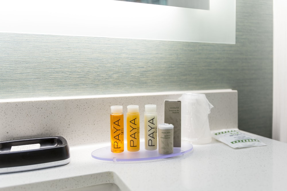 Bathroom Amenities, Royal Palace Westwood