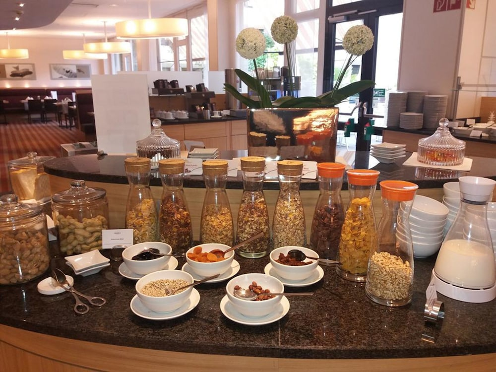 Breakfast buffet, Mercure Airport Hotel Berlin Tegel