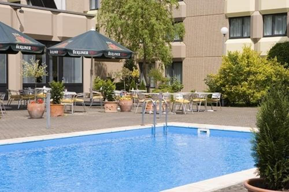 Pool, Mercure Airport Hotel Berlin Tegel