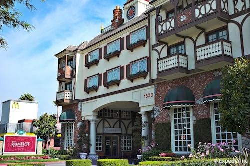 Anaheim Camelot Inn Suites