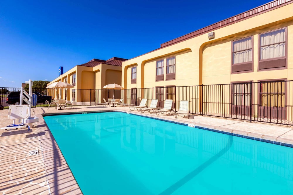 Pool, Baymont by Wyndham Amarillo East